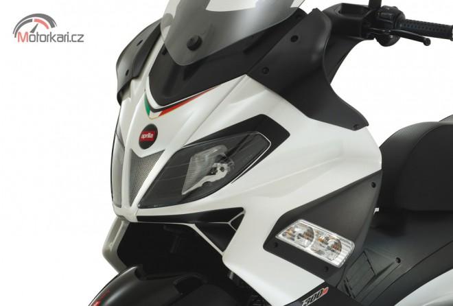 Nov� sk�tr Aprilia SR Max 125/300