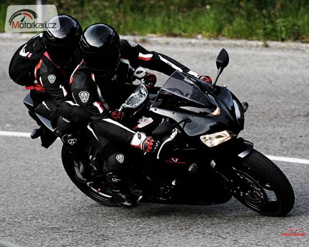 Holky a motorky: spolujezdkyn�