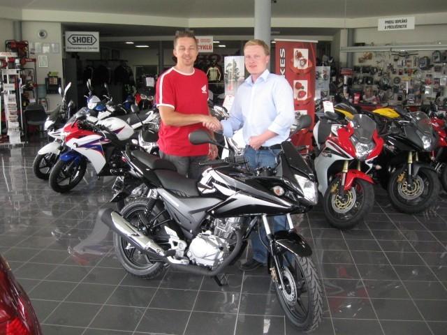 Výherce soutìže Honda Moto Svìt 2011 má doma hlavní cenu
