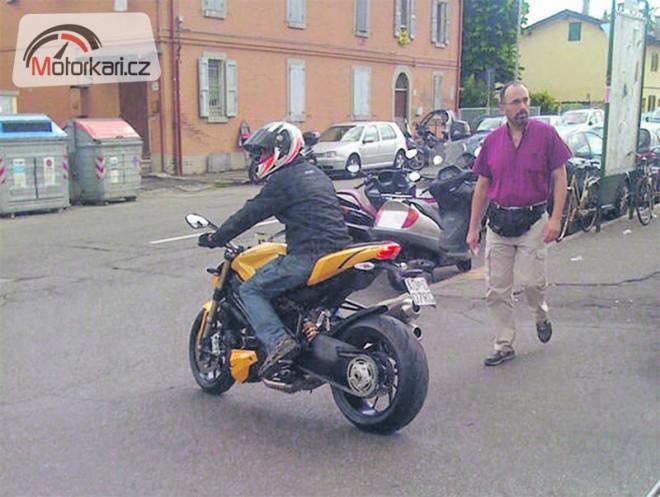 Ducati 848 Streetfighter bez maskování