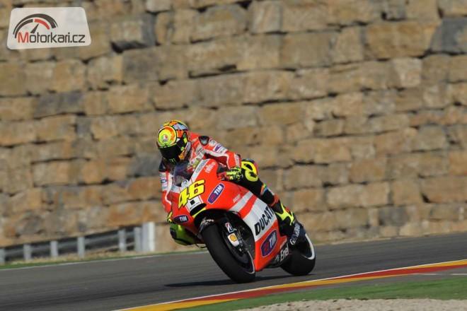 Rossi startuje z�tra z box�