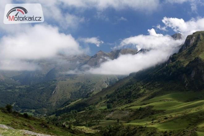 Pyreneje i Alpy jedním vrzem
