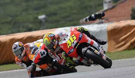 Rossi za�to�il medi�ln� na Doviho