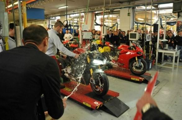 Výroba Ducati 1199 Panigale se rozjela naostro