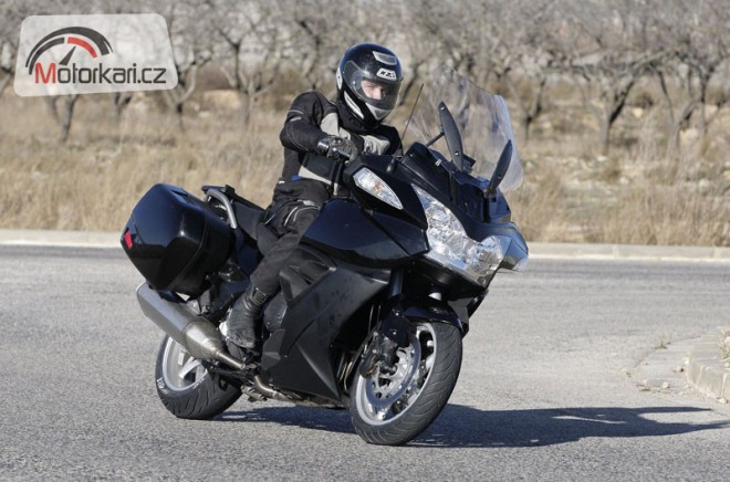 Spy photos: Triumph Trophy a Street Triple