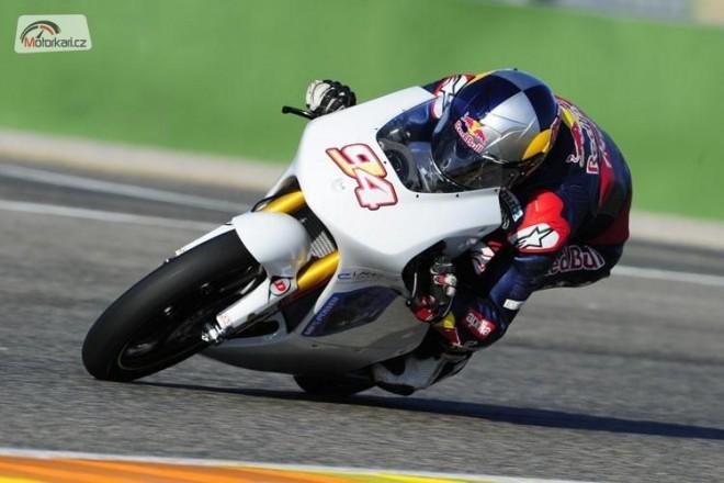 Folger má tým i motorku
