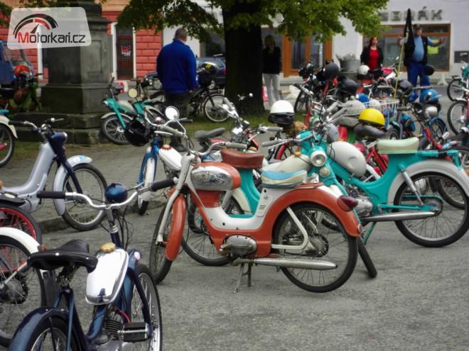 Spanilá jízda mopedù Žebrák 2012