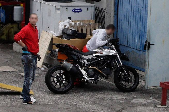Spy photos: Ducati Hypermotard 848 (MY2013)