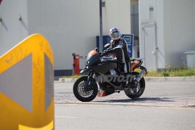 Spy photos: nové Moto Guzzi Stelvio?