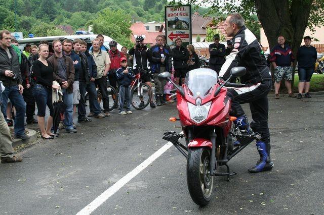 Nežij vteøinou po páté: 160 motorkáøù
