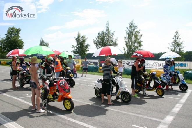 Mezinárodní pøebor ÈR skútrù, MiniGP a Mini Moto ve Vysokém Mýtì
