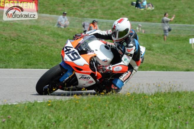 Mistrovský víkend na Tìrlickém okruhu pro Road Racing Liberec