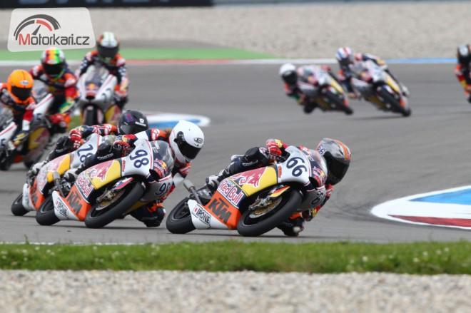 Karel Hanika startuje z pole position