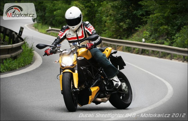 Ducati Streetfighter 848 (vs MV Agusta Brutale 920)