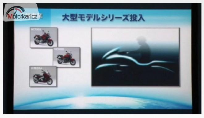 Honda opìt køíží motorku se skútrem