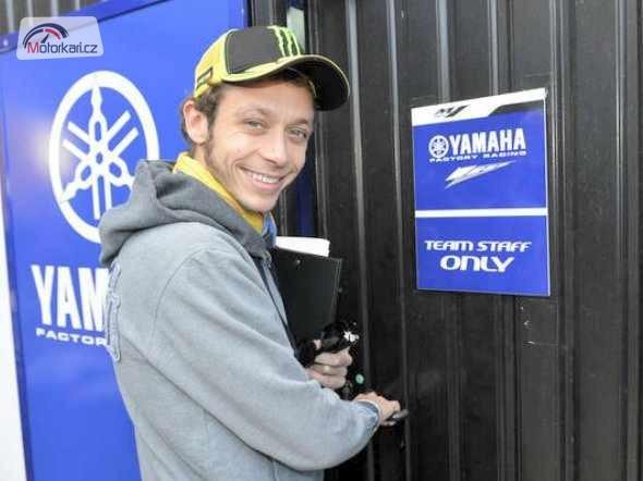 Rossi pojede zítra s Yamahou urèitì pár kol!
