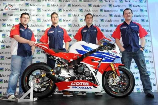 Honda TT Legends v roce 2013 s pìti piloty