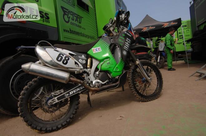 Jan Veselý má motorku na hadry, Dakar pro nìj zøejmì konèí