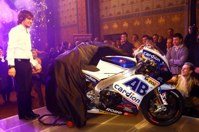 Abraham pøedstavil zbrusu nový motocykl pro novou sezonu