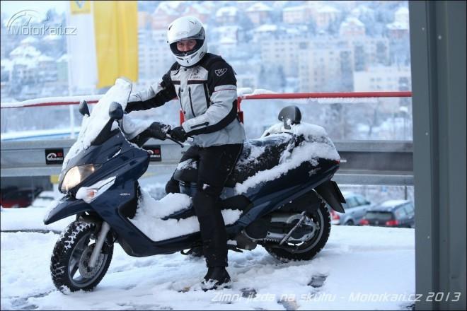 Zimní jízda na skútru