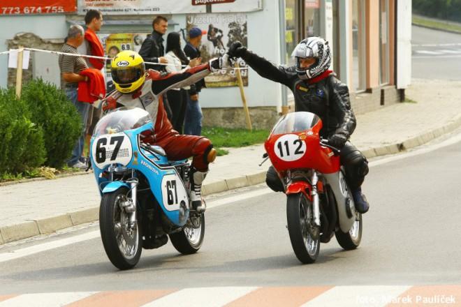 Silnièní závody motocyklù a Tourist Trophy poøádané CAMS