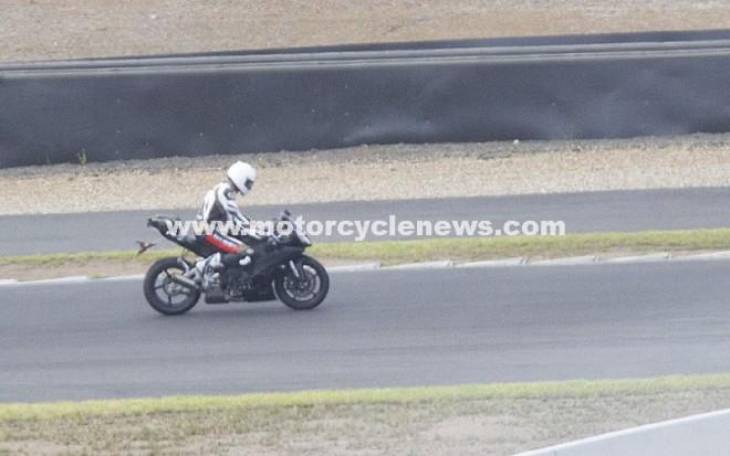 Nová Yamaha R1 spatøena pøi testování