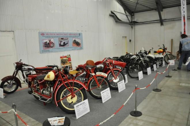 Historické motocykly na pražských výstavách