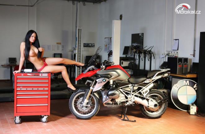 Žaneta a BMW R 1200 GS