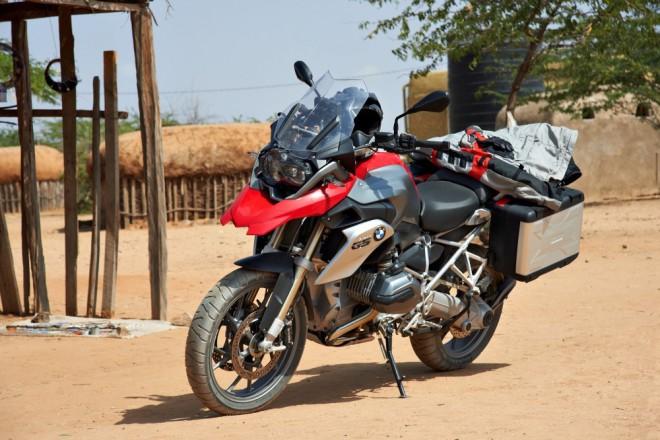 Zah�jen� moto sez�ny s BMW v Inveltu