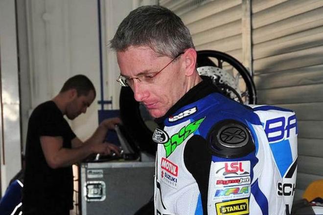 IDM Superbike: Barry Burrell m�sto Martina Bauera