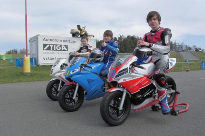 Sezóna MiniGP, Mini moto, Skútr klepe na dveøe