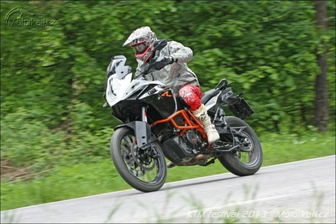 Prvn� j�zdy na novink�ch od KTM