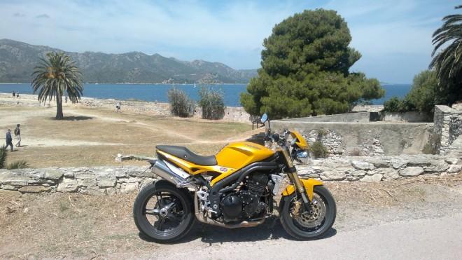 Punkový pohled na Korsiku z Triumpha