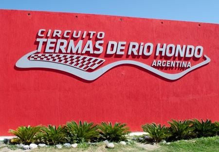 Jezdci MotoGP vyzkou�� okruh v Argentin�