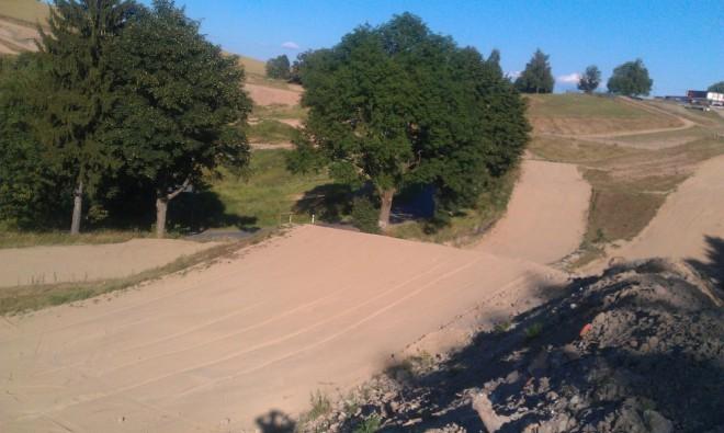 Jezdci a týmy k víkendovému motokrosu v Daleèínì