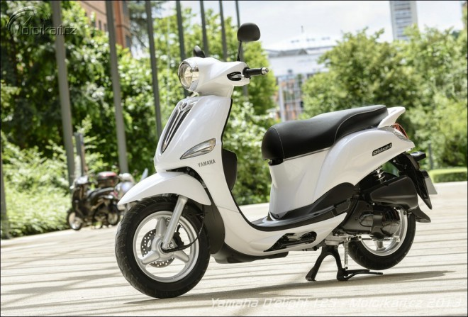 Yamaha p�edstavila nov� sk�tr D
