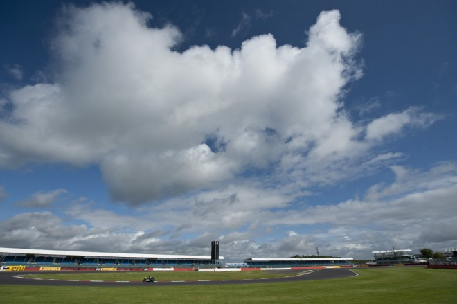 Dev�t� podnik MS Superbik� v Silverstone