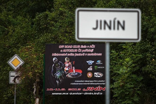 Slavnostní pøedstavení jezdcù a týmù v Jinínì