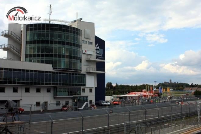 Des�t� podnik MS Superbik� na N�rburgringu