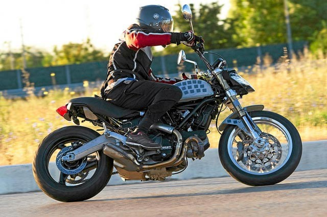 Spy photo - Ducati Scrambler?