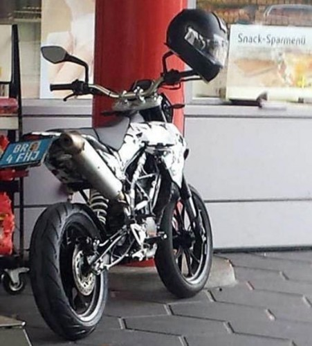 KTM Supermoto 125-390 ?