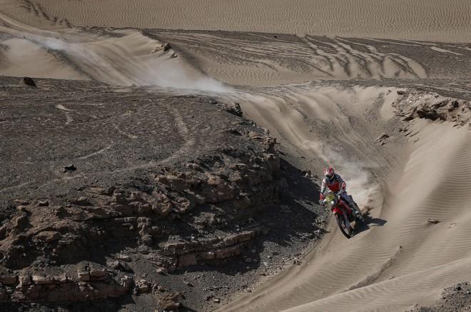 10. etapa: Double Hondy, v dunách kraloval Barreda