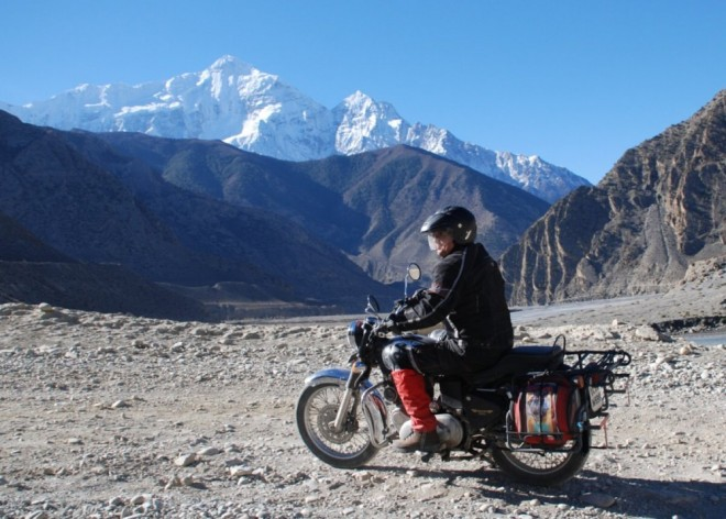 Nevdìèní motorkáøi v Nepálu