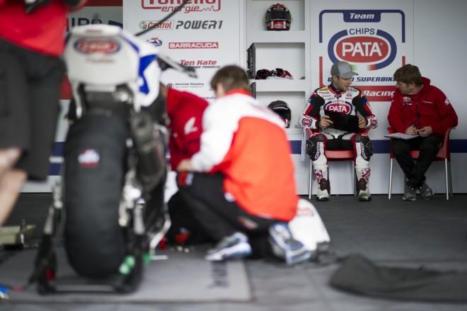 V Jerezu superbikùm pršelo