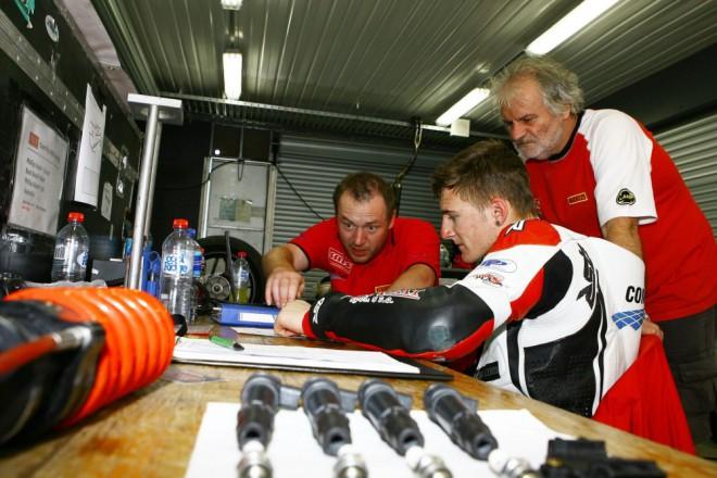 Tým Com Plus SMS Racing po prvních trénincích