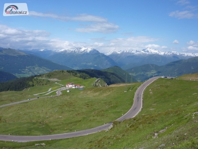 Na hromopedech pøes kopce Alpy