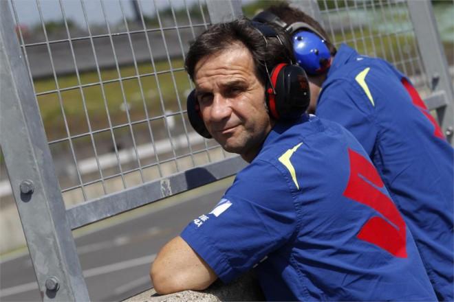 Rossi už zùstane u Yamahy, øíká k šancím Suzuki Brivio