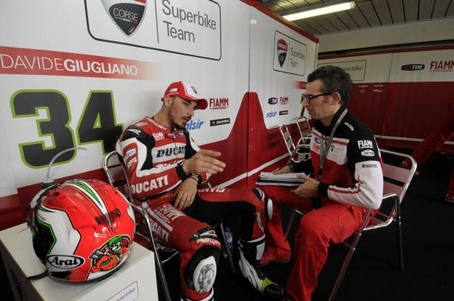 Prvn� den v Jerezu byli nejrychlej�� jezdci Ducati