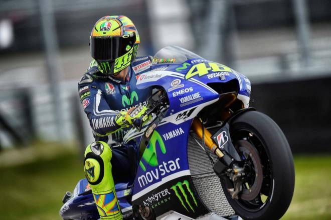 První stupnì vítìzù pro Rossiho tým Moto3