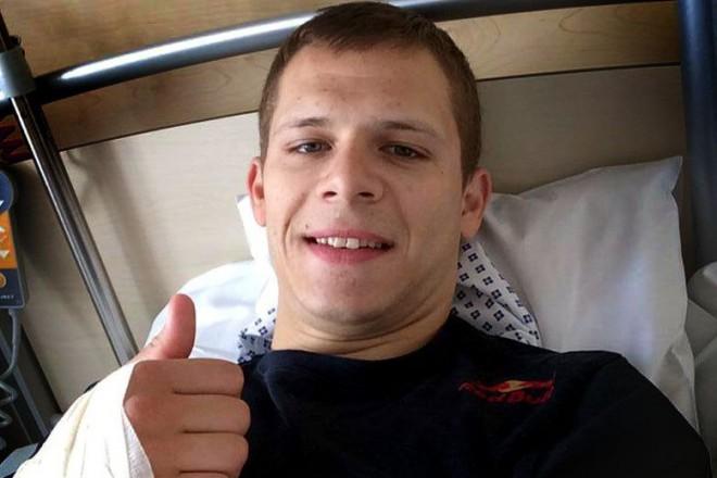 Bradl podstoupil chirurgický zákrok na pravé ruce